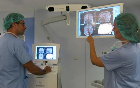 Das Neueste auf dem Gebiet der bildgesteuerten Chirurgie trifft in unserer Abteilung für Neurochirurgie ein
