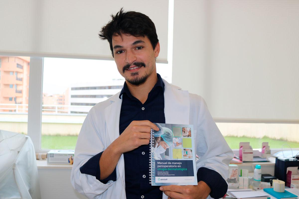 """El doctor Eduardo Varas, dermatólogo de la Policlínica Nuestra Señora del Rosario, publica el libro """"Manual de manejo perioperatorio en cirugía dermatológica"""" 2"""