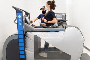 La cinta antigravedad permite correr casi sin peso corporal, como en el espacio.